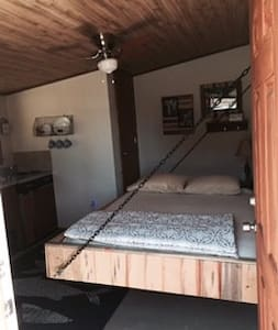 The Fisherman Cabin & 2 available horse stalls - Chalet