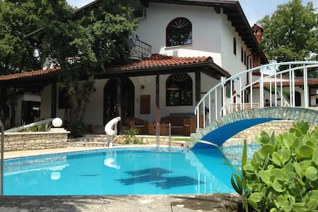 Villa in Istria with swimming pool - Buje,