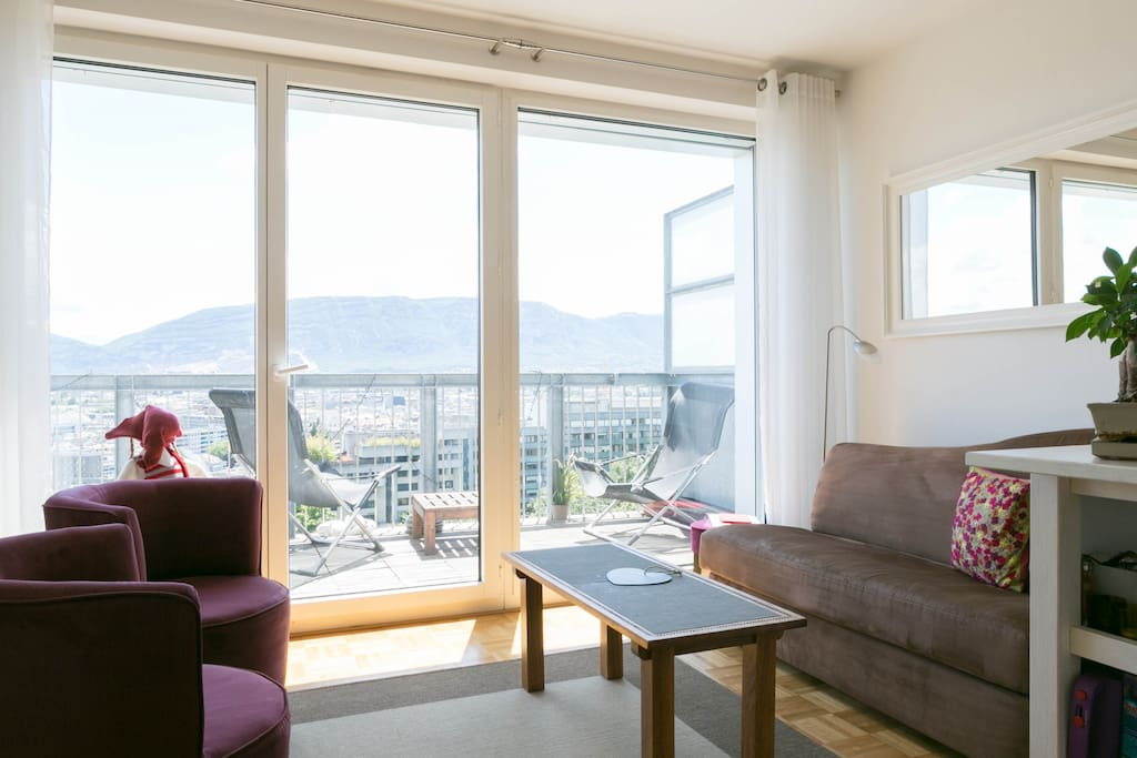 Spectacular view of geneva appartements louer gen ve for Appartement meuble a louer geneve