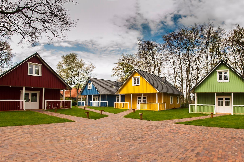 Schwedenhaus direkt am Badesee - Häuser zur Miete in Zetel ...