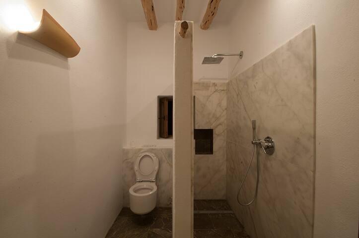 Bathroom with marmol and Ibiza stone in the floor