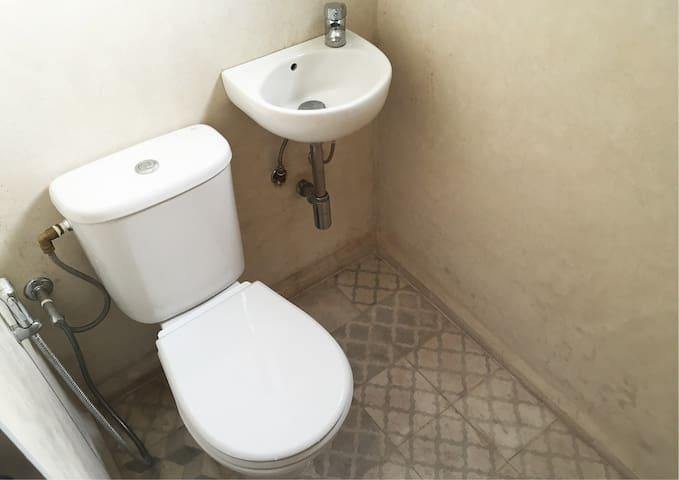 CHAMBRE 1 SDB privé (WC + DOUCHE)