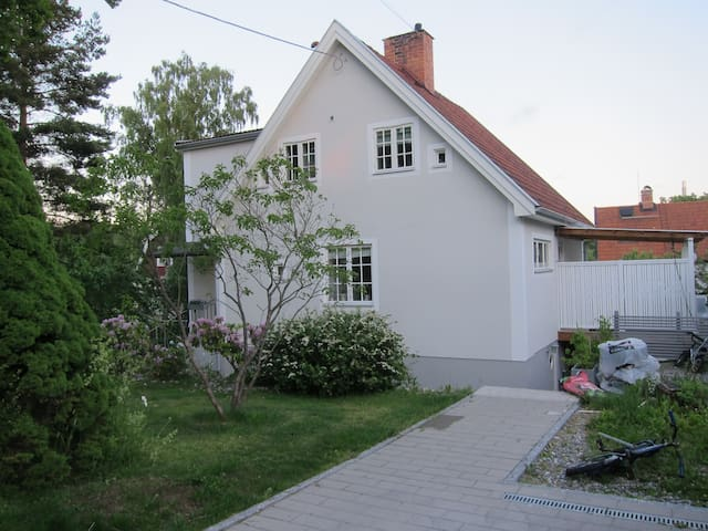 Charming villa, close to everything - Stockholm - House