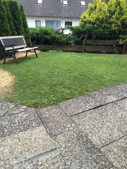 Garten direkt vor der Wohnung