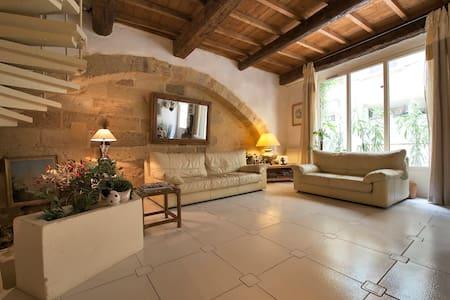Maison en pierre  18 ème  siècle - Haus