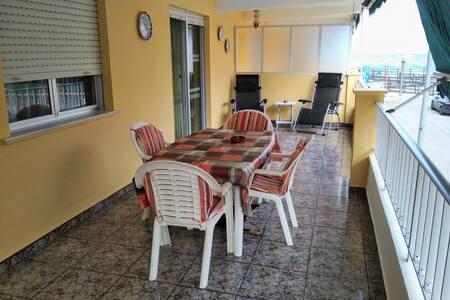 Apartamento con gran terraza y WiFi