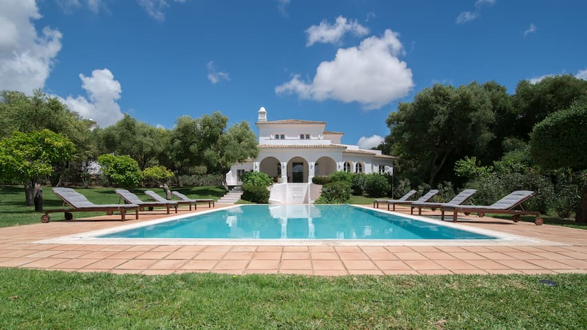 Villa Par - Spacious with private pool and garden