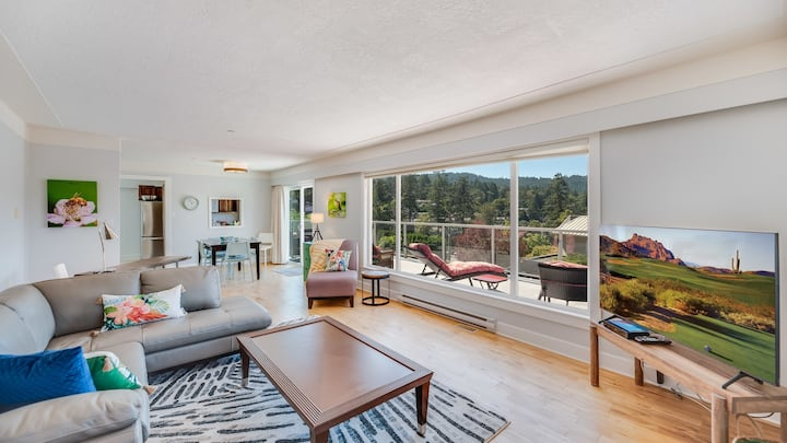A Peaceful stay in Brentwood Bay