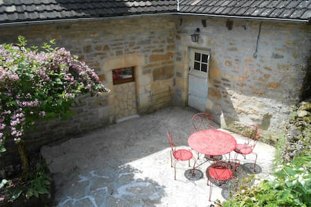 Renovated House in quiet area - Turenne - Hus