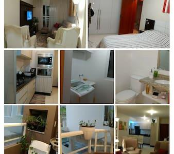 Apartamento totalmente mobiliado e equipado.