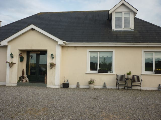 Comfortable welcoming coastal home - Enniscorthy - Aamiaismajoitus