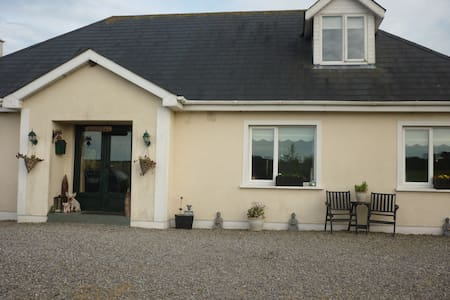 Comfortable welcoming coastal home - Enniscorthy - Bed & Breakfast