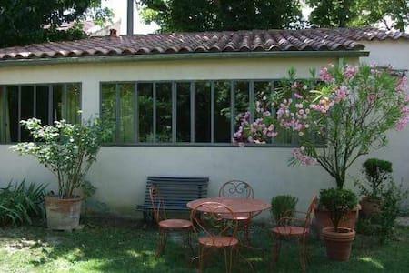 appartement avec jardin 5 mn centre - Lägenhet