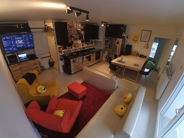 Bed & Desk, 10 min from Paris center - HackerHouse