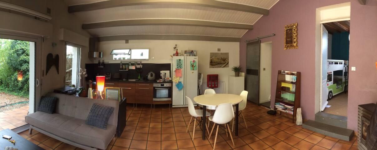 Vue pièce principale salon et cuisine (36M2)