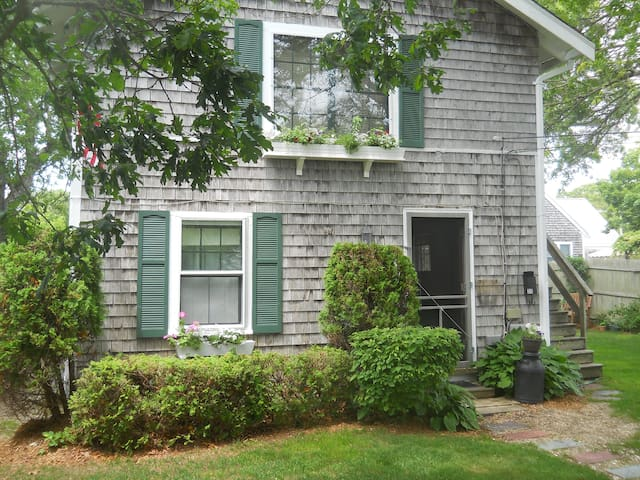 Olde Cape Cottage near Lewis Bay (winter rate) - Yarmouth