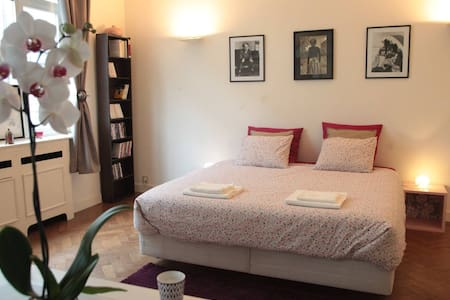 Charming Double Bedroom Louise Av. - Bruxelles - Appartamento