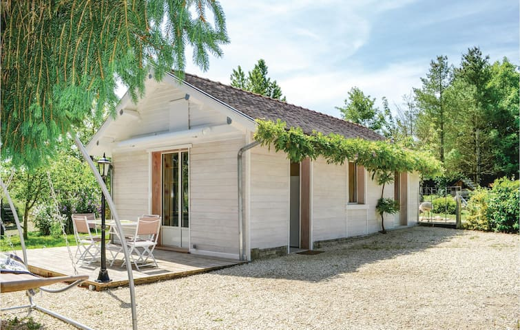 Holiday cottage with 1 bedroom on 27 m² in Rumilly lès Vaudes