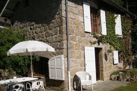 Belle petite maison en pierre - Tence