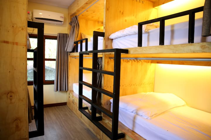 Private 6 Capsule Room for 6 Pax