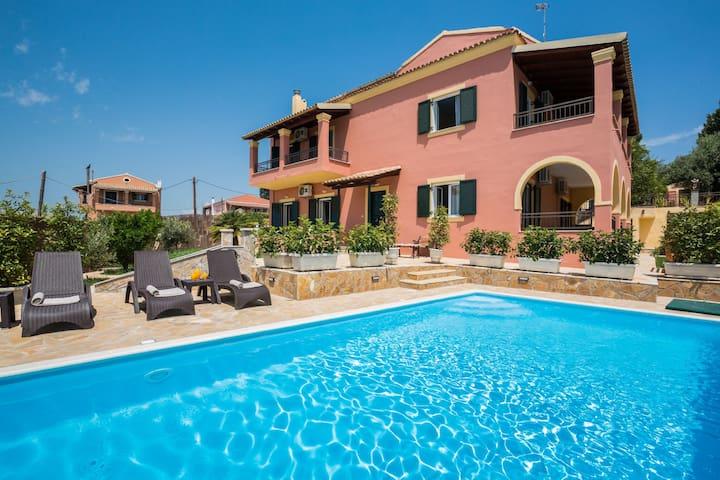 Four Seasons Villa:  Private Pool, Free WiFi,A/C