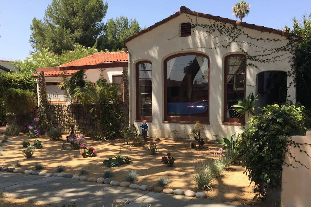 Lovely spanish style home with pool houses for rent in for Rental home los angeles