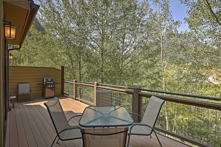 This beautiful 2-bedroom, 2.5-bathroom vacation rental has space for 6.