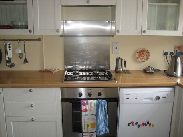 Three-bedroom family house - Lancing - Talo