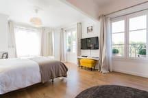 Appartement très lumineux de 35 m2. Very bright!