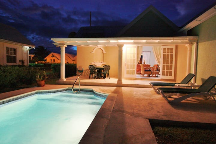 Lovely villa with private pool in sunny Bottom Bay