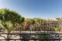 Vue du cours Mirabeau depuis l'appartement - Cours Mirabeau view from the apartment.