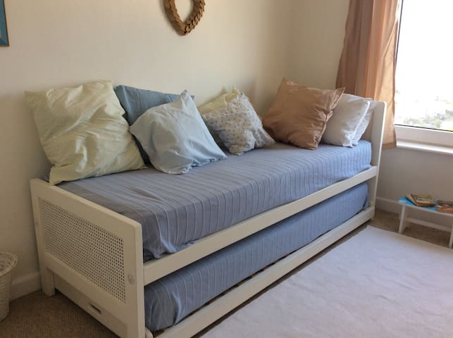 Blue Room, two single beds - St Ives - Haus
