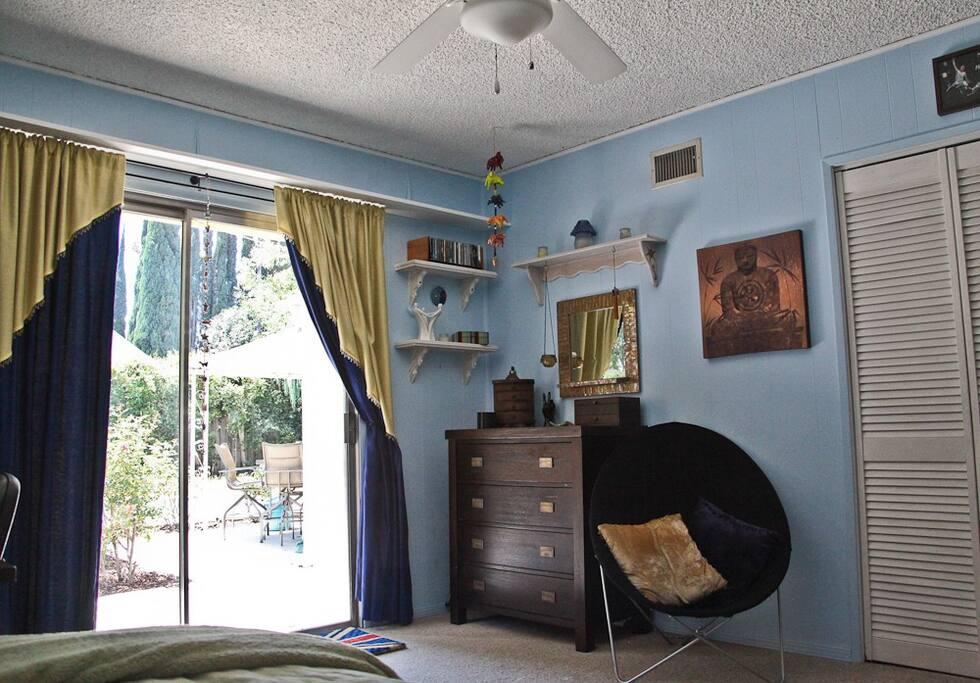 private room in quiet home in sfv h user zur miete in los angeles kalifornien vereinigte staaten. Black Bedroom Furniture Sets. Home Design Ideas