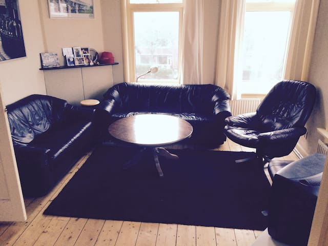 Private room in spacious appartment near center - Groningen - Appartement