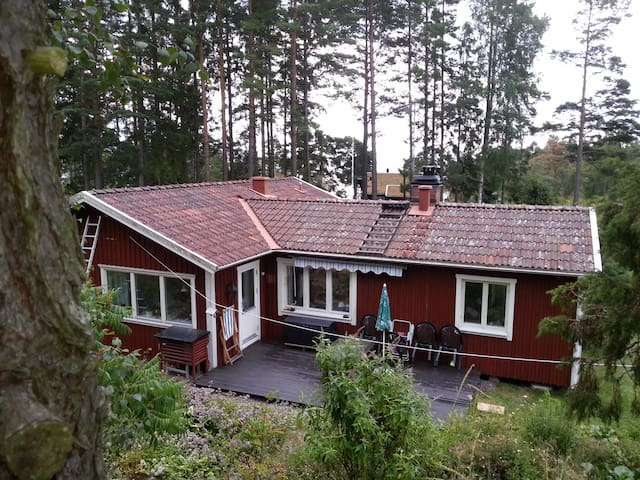 Lakeside accommodation on Vänern - Lidköping N - Houten huisje