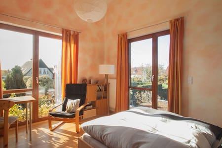 Sonniges, geräumiges Zimmer - Burgdorf - Casa