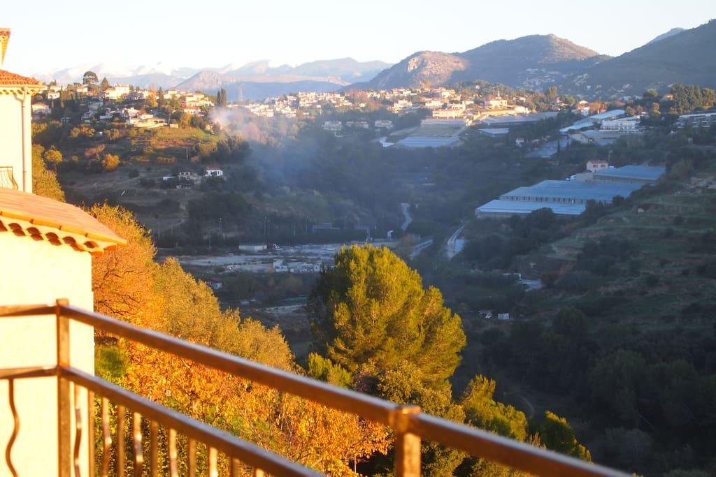 vue panoramique des alpes du sud et de l'italie du gd balcon