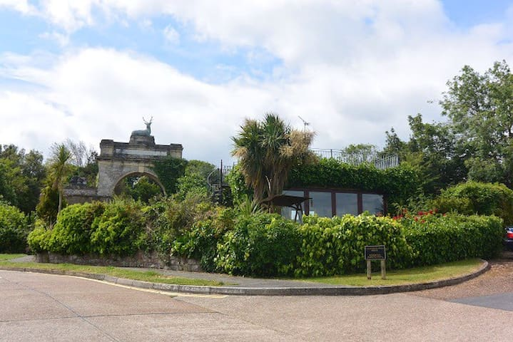 Unique cottage with panoramic views - Ryde - House