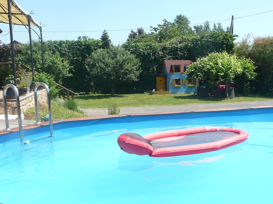 Vue du jardin depuis la piscine