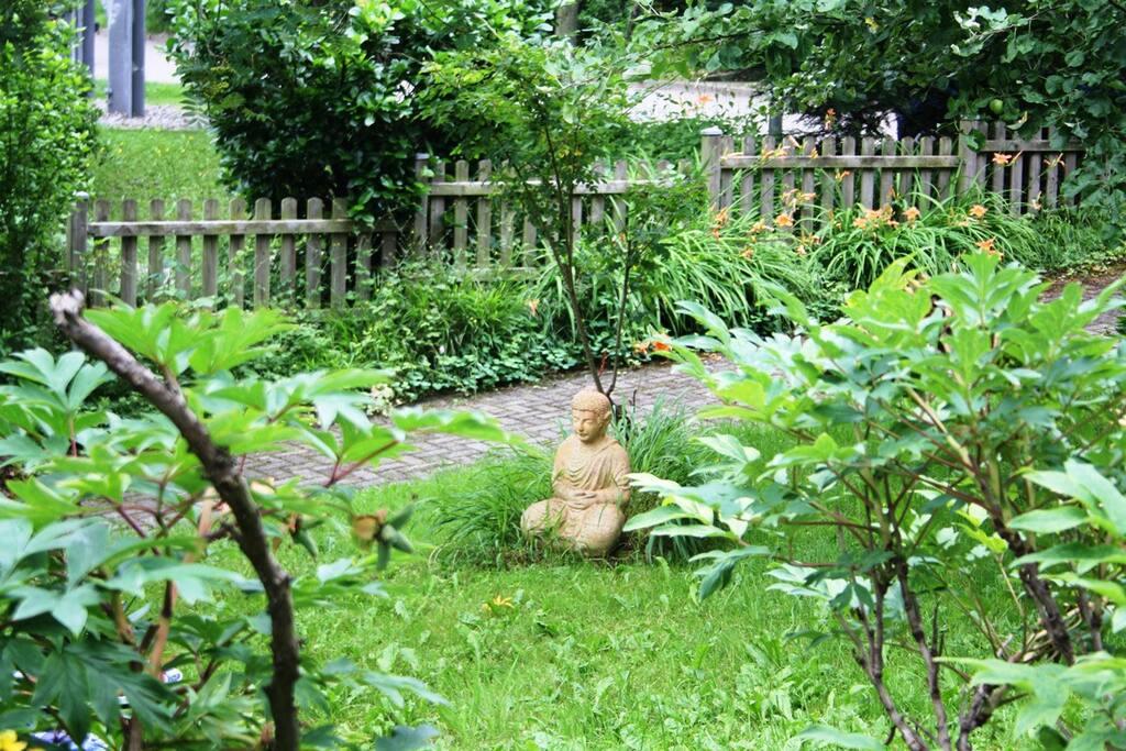 Garten mit Buddha