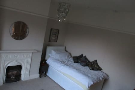 A twin room in Ilkley - Ilkley - บ้าน