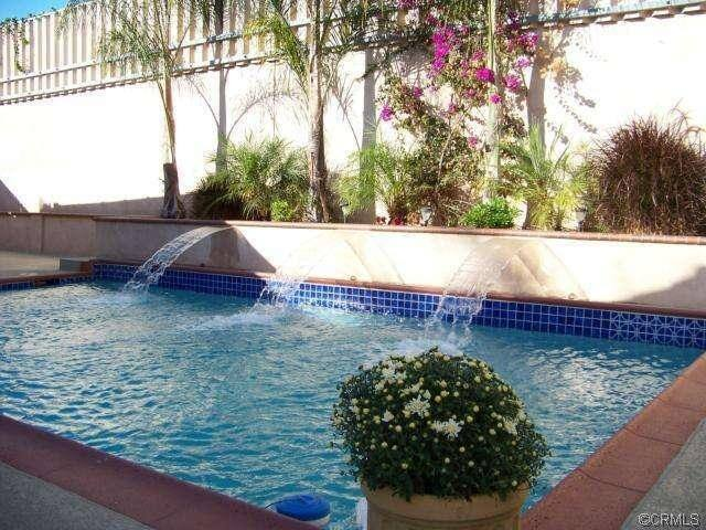 Mid-size room in lovely 4-bed pool home - Costa Mesa - บ้าน