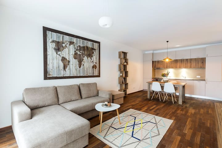 Modern loft, walking distance to main square