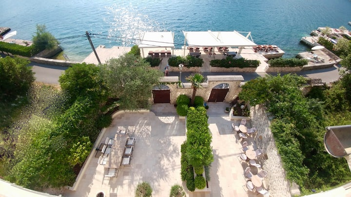 Villa Nikcevic - Luxury waterfront villa in Kotor