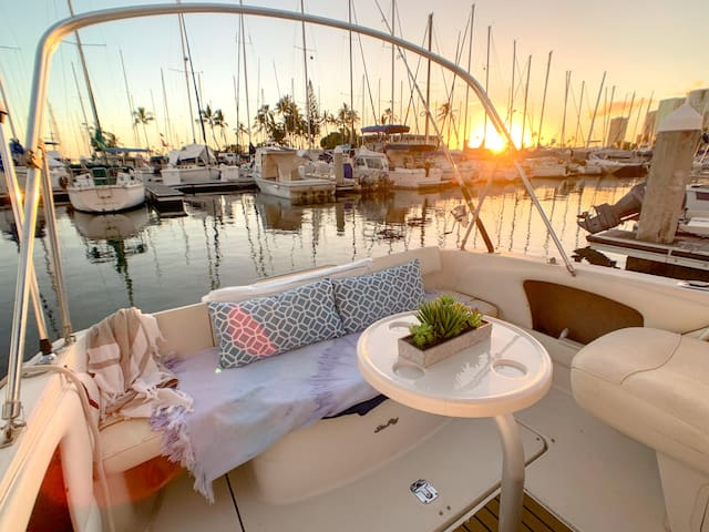 Waikiki Boat - Private Oasis with Free Parking