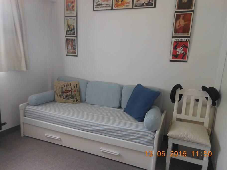 Esta es la habitación que se alquila, para un huesped y con cama abajo para un niño.
