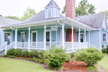 A Chateau on the Bayou B & B - BR3 - Bed & Breakfast
