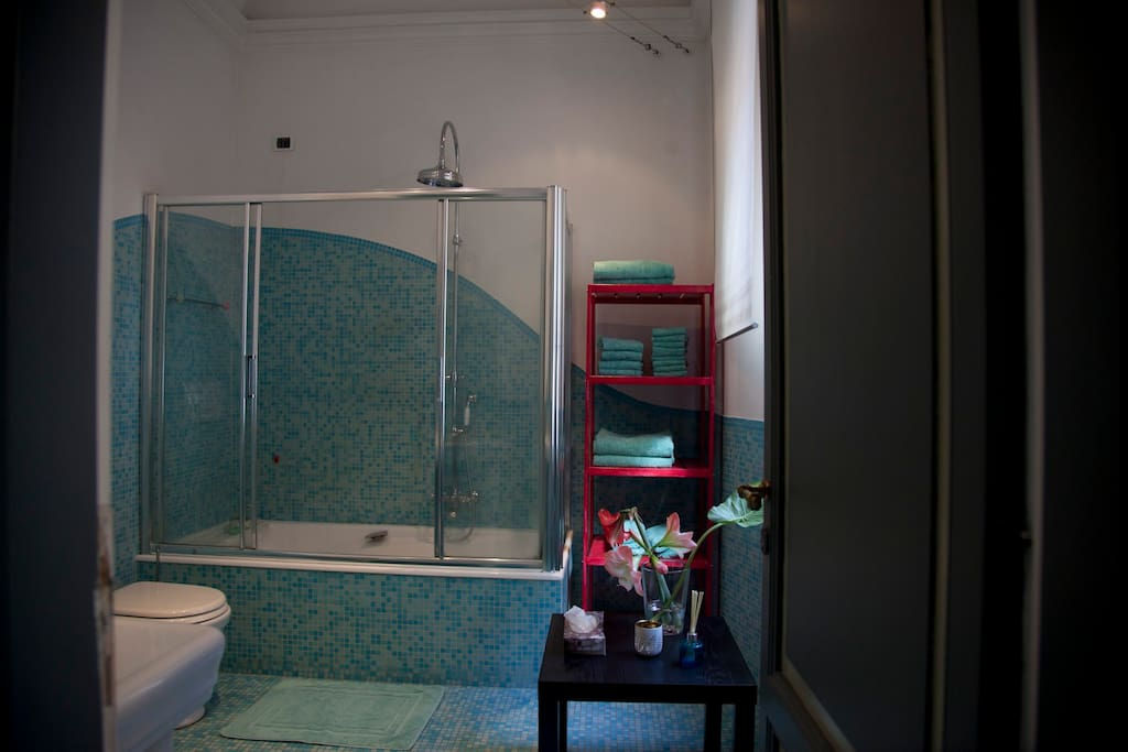 The turquoise bathroom
