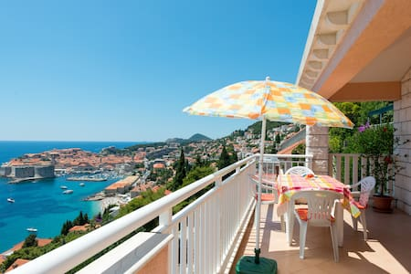 Apartment Karmen with balcony - Dubrovnik - House