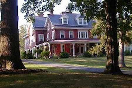 Cameron Estate Inn & Restaurant - Mt Joy - Bed & Breakfast